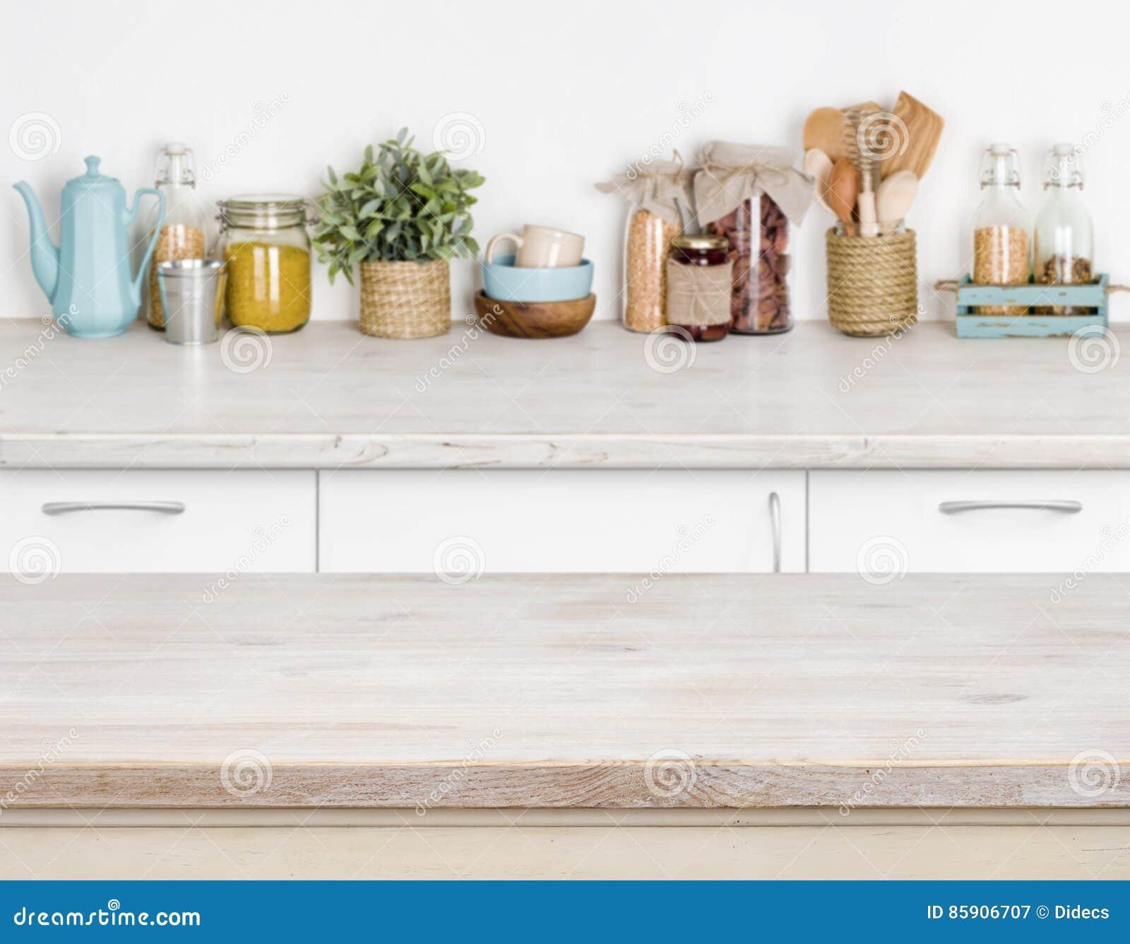 Tavolo Da Cucina Legno.Tavolo Da Cucina Di Legno Sopra Lo Scaffale Vago Della Mobilia Con
