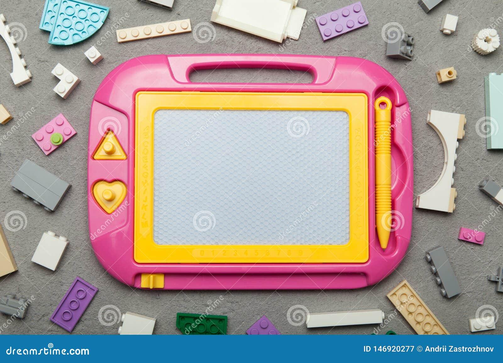 Tavolo da disegno magnetico, giocattolo affinchè imparare disegnino