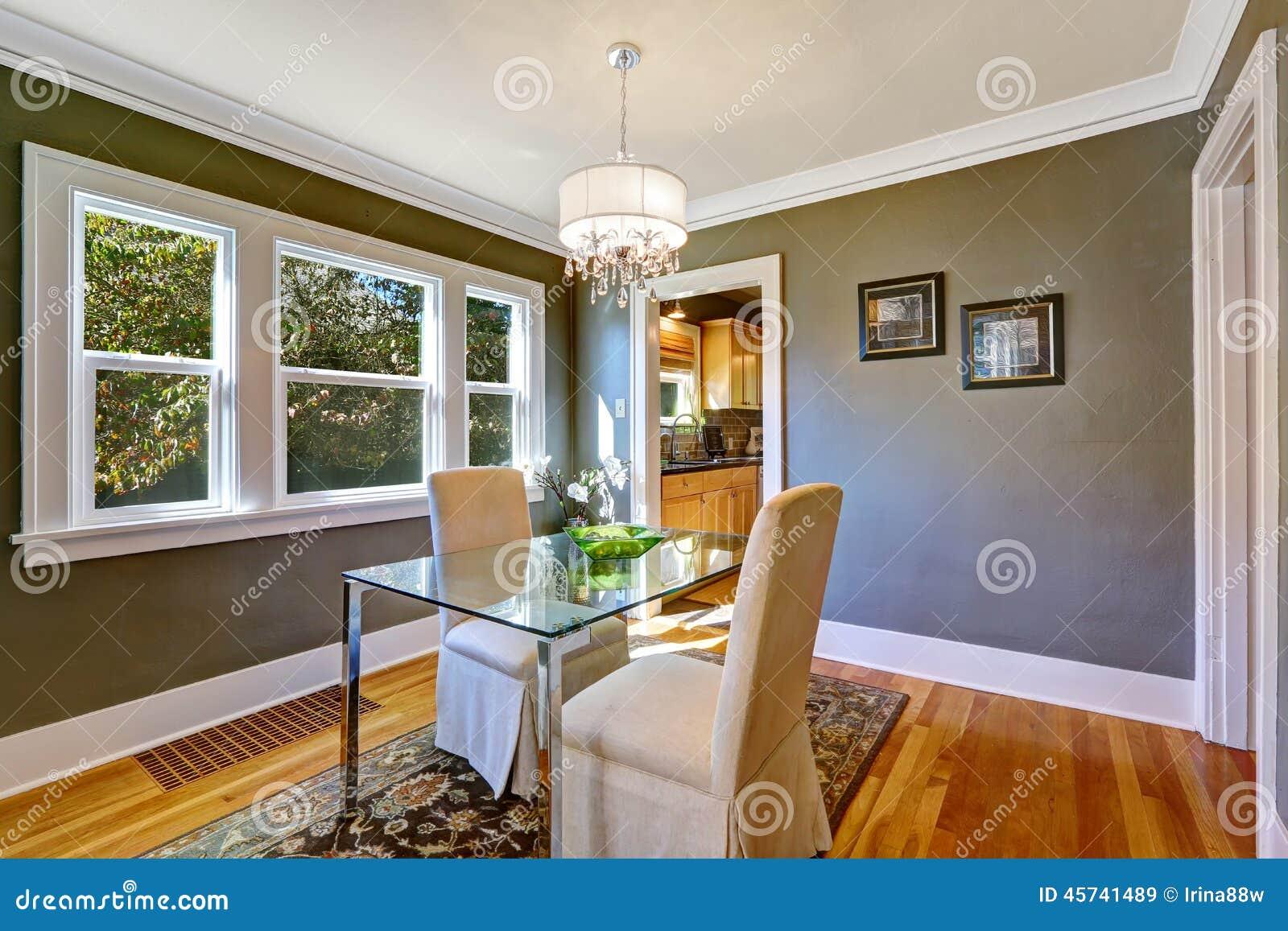 Tavolo Da Pranzo Con La Cima Di Vetro E Due Sedie Eleganti Fotografia  #A37128 1300 957 Sedie Per Il Tavolo Da Pranzo