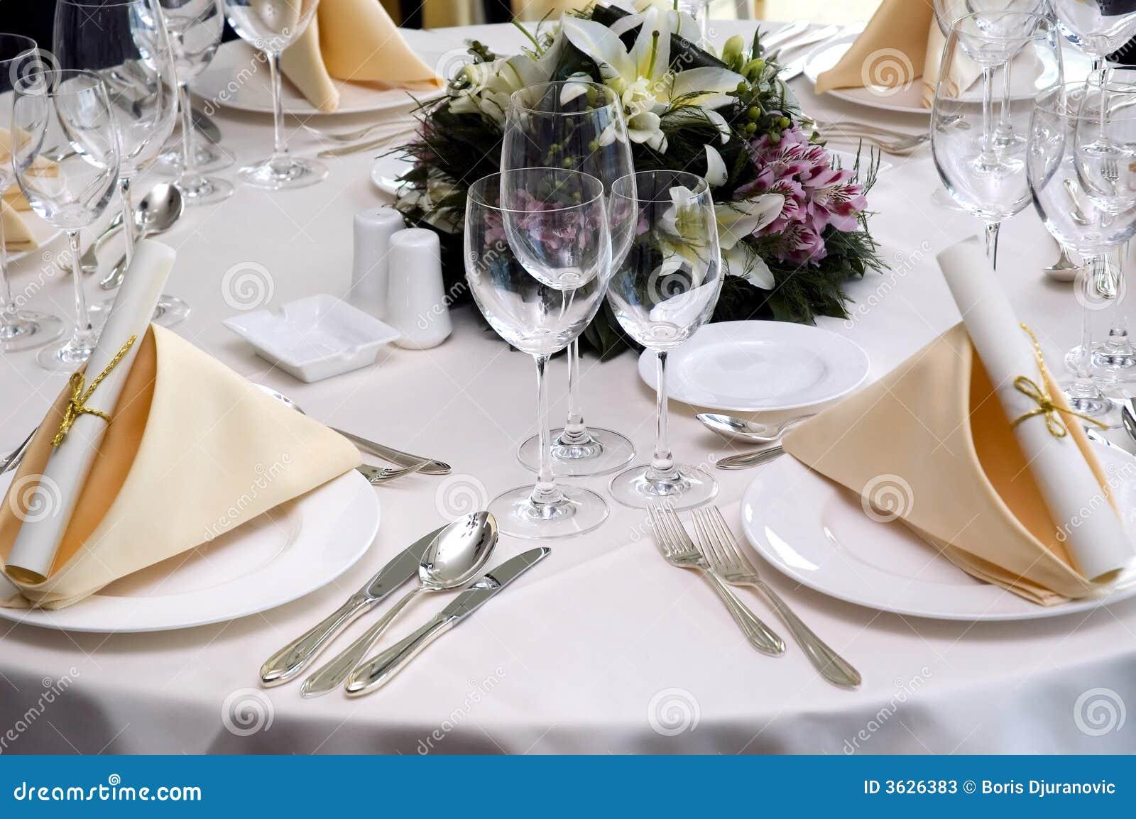 Tavolo Da Pranzo Di Cerimonia Nuziale Fotografie Stock - Immagine: 3626383