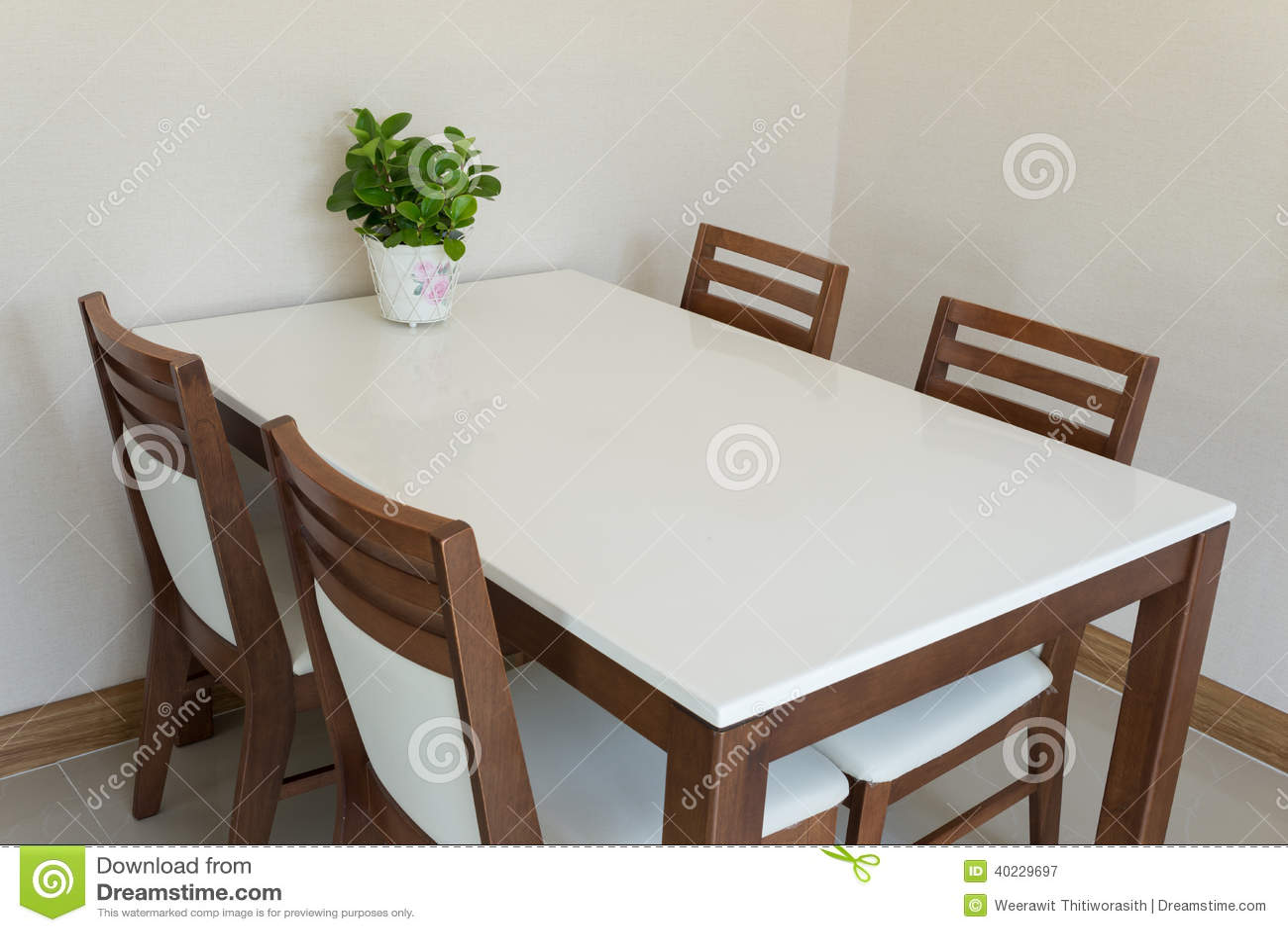 tavolo da pranzo di legno fotografia stock immagine