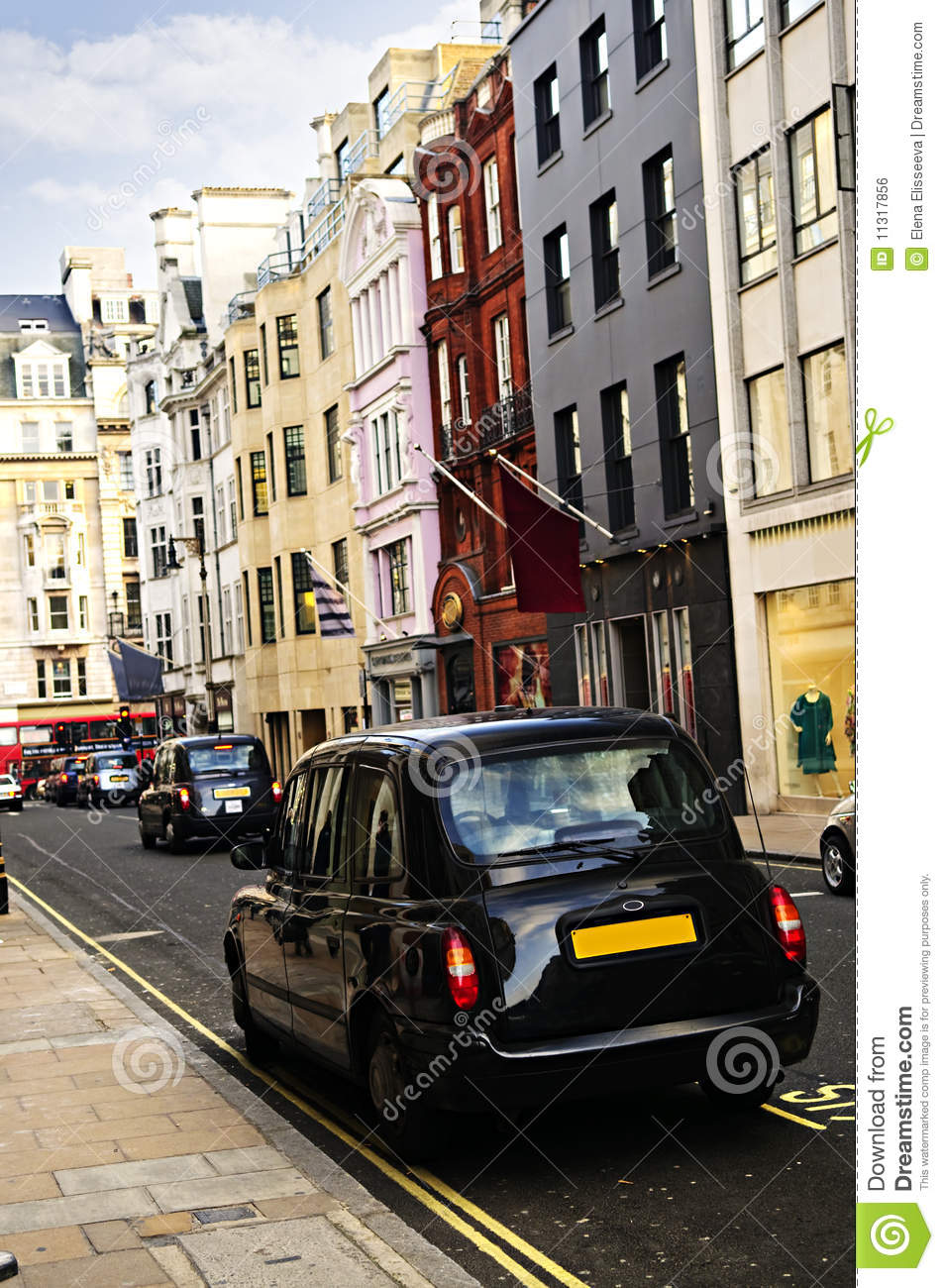 taxi de londres sur la rue d 39 achats photo stock image 11317856. Black Bedroom Furniture Sets. Home Design Ideas