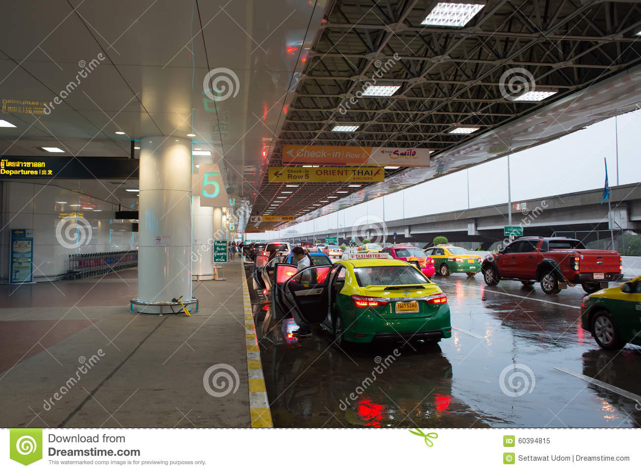 cc3bf19f67cb Taxi Drop Passengers At Don Mueang International Airport Editorial ...
