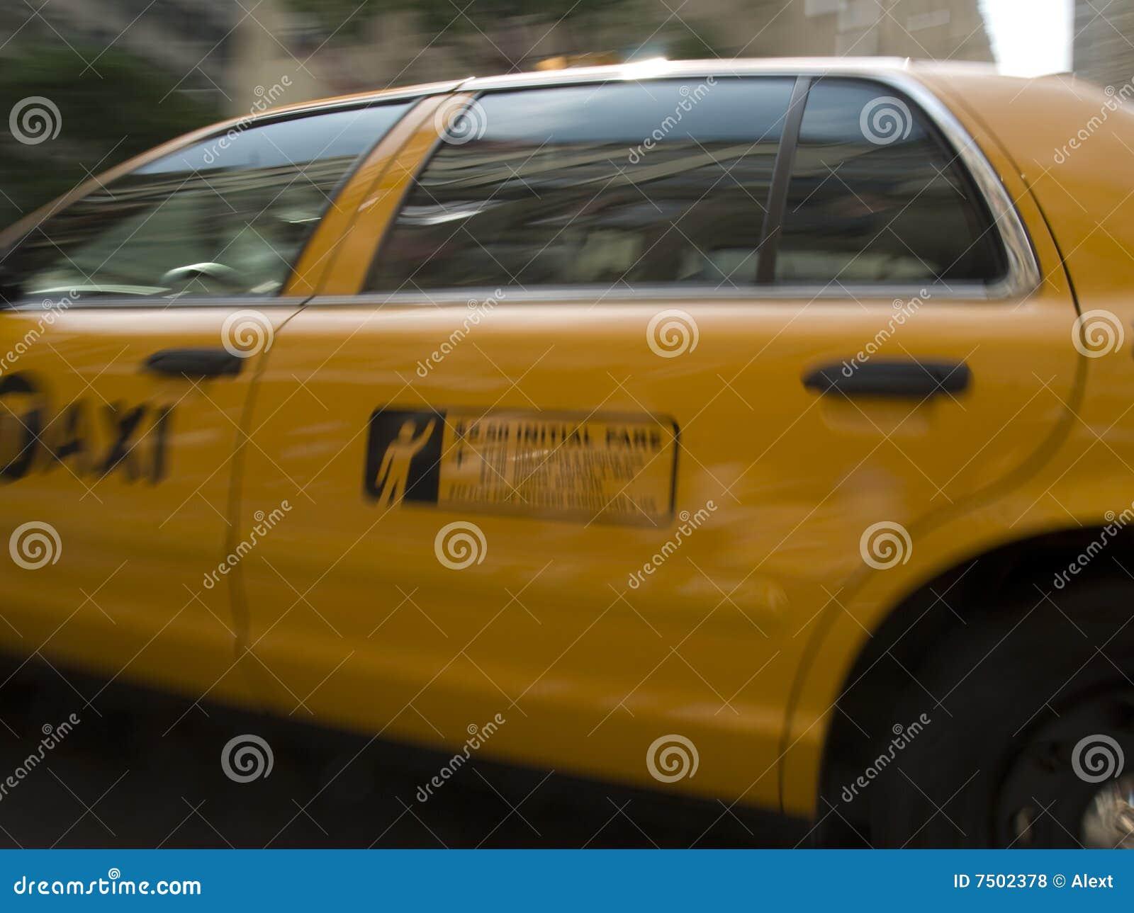 Taxi giallo di new york fotografia stock immagine di for Prezzi del garage della carrozza