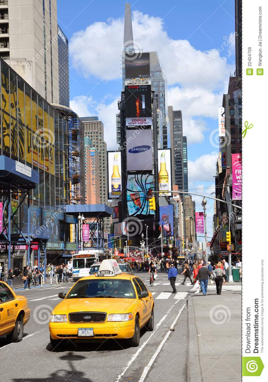 taxi jaune dans le times square new york city image stock. Black Bedroom Furniture Sets. Home Design Ideas
