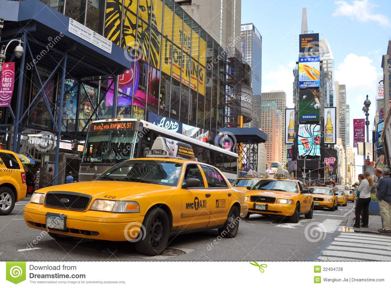 taxi jaune dans le times square new york city photo stock. Black Bedroom Furniture Sets. Home Design Ideas