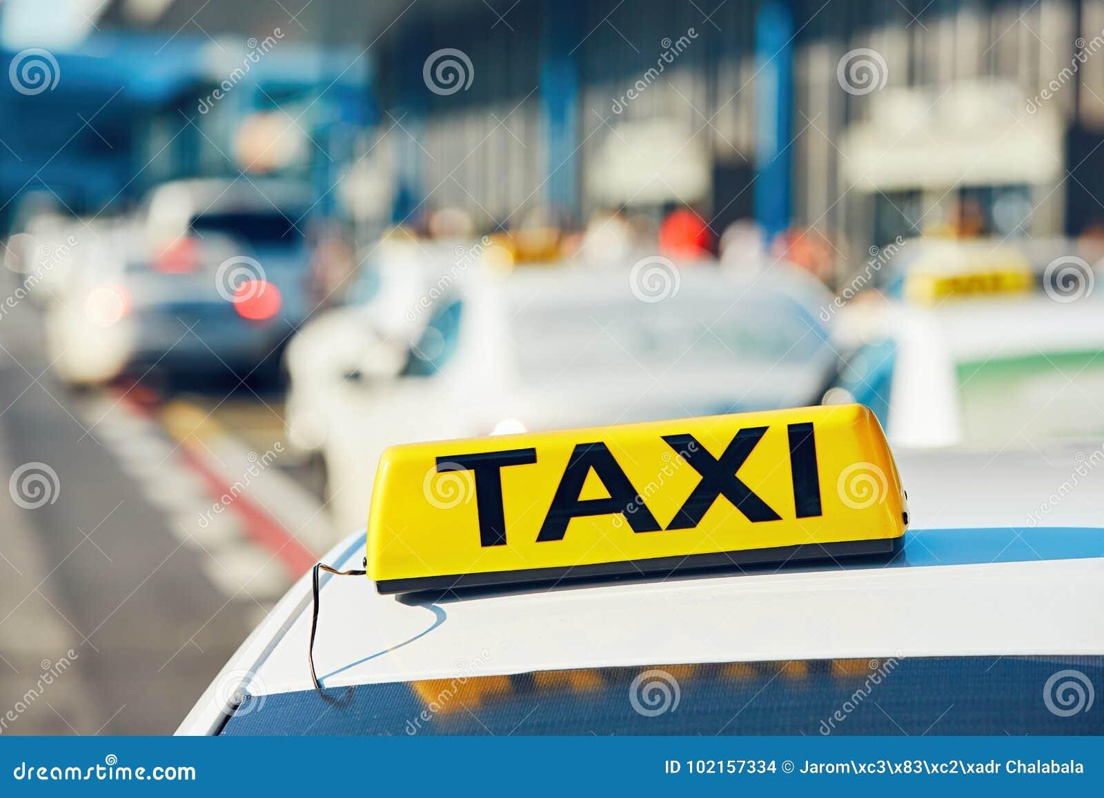 Taxiauto s op de straat