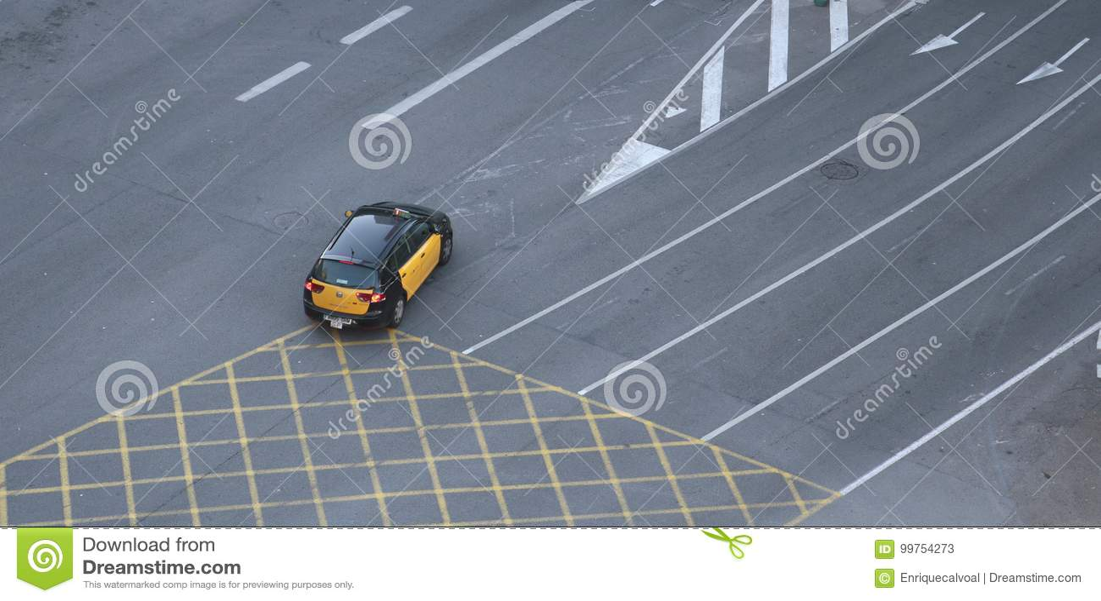 Taxicabine die lege stegen in Barcelona kruisen