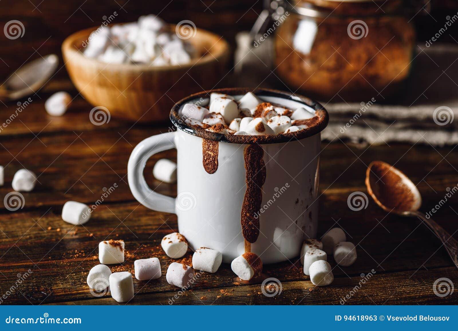 Taza de cacao con las melcochas