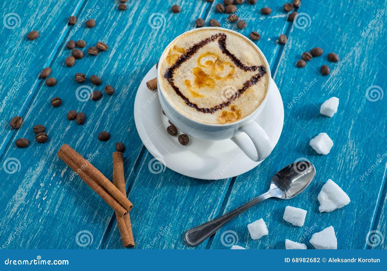 Taza de café con el azúcar y el canela