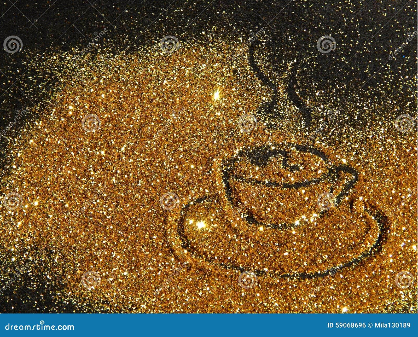 Taza de café de oro borrosa de la chispa del brillo en fondo negro