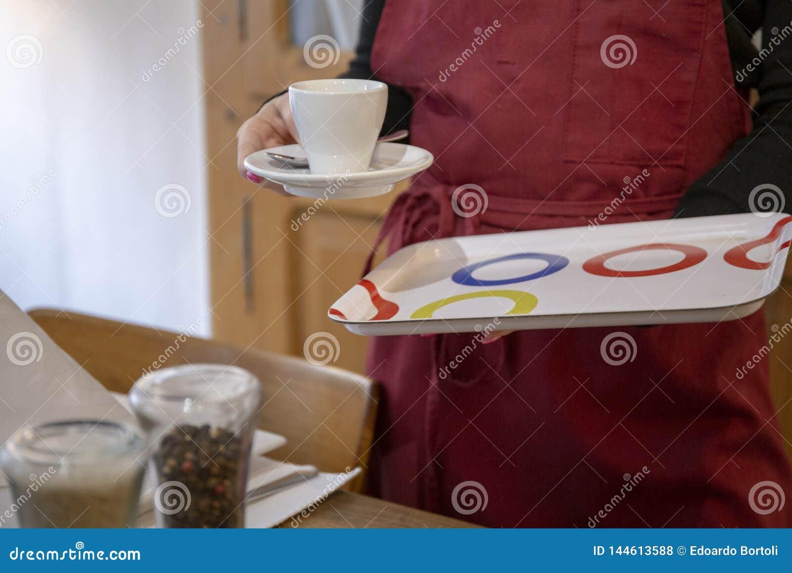 Taza de café en el restaurante
