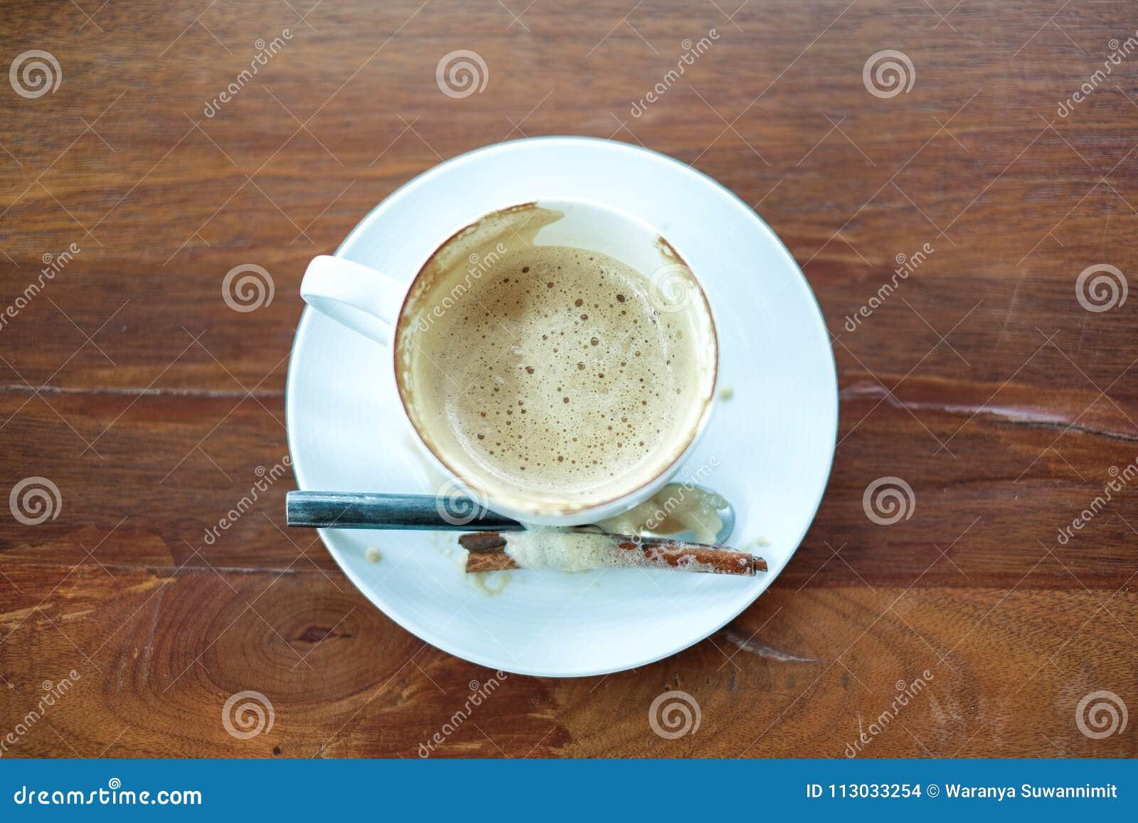 Taza de café en de madera