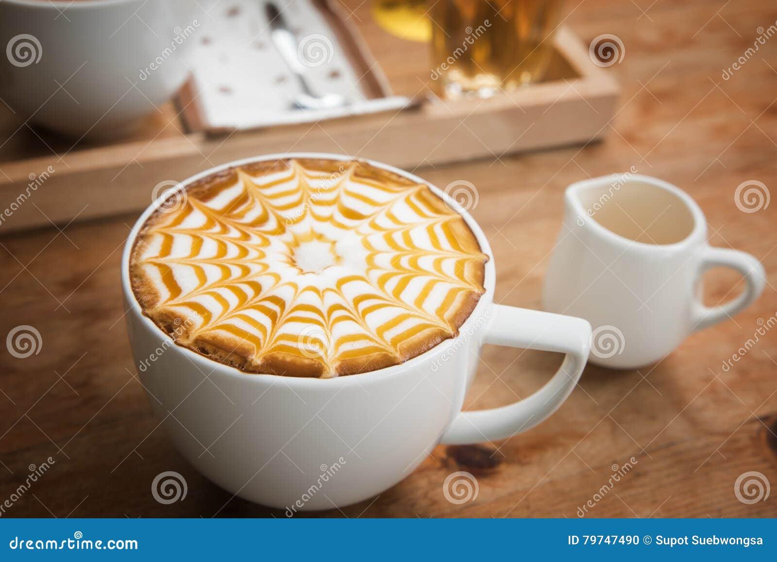 Taza de café para el estilo del vibtage del servicio, café caliente