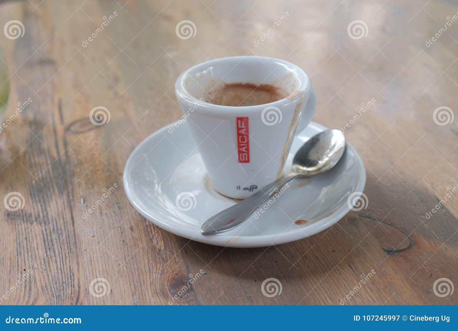 Taza de café vacía