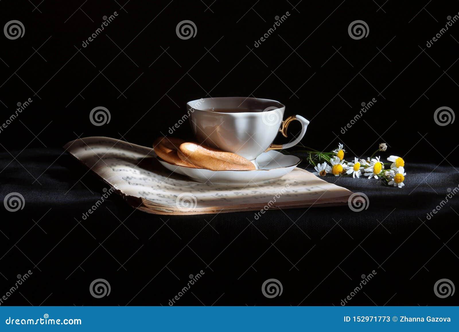 Taza de t? con las margaritas
