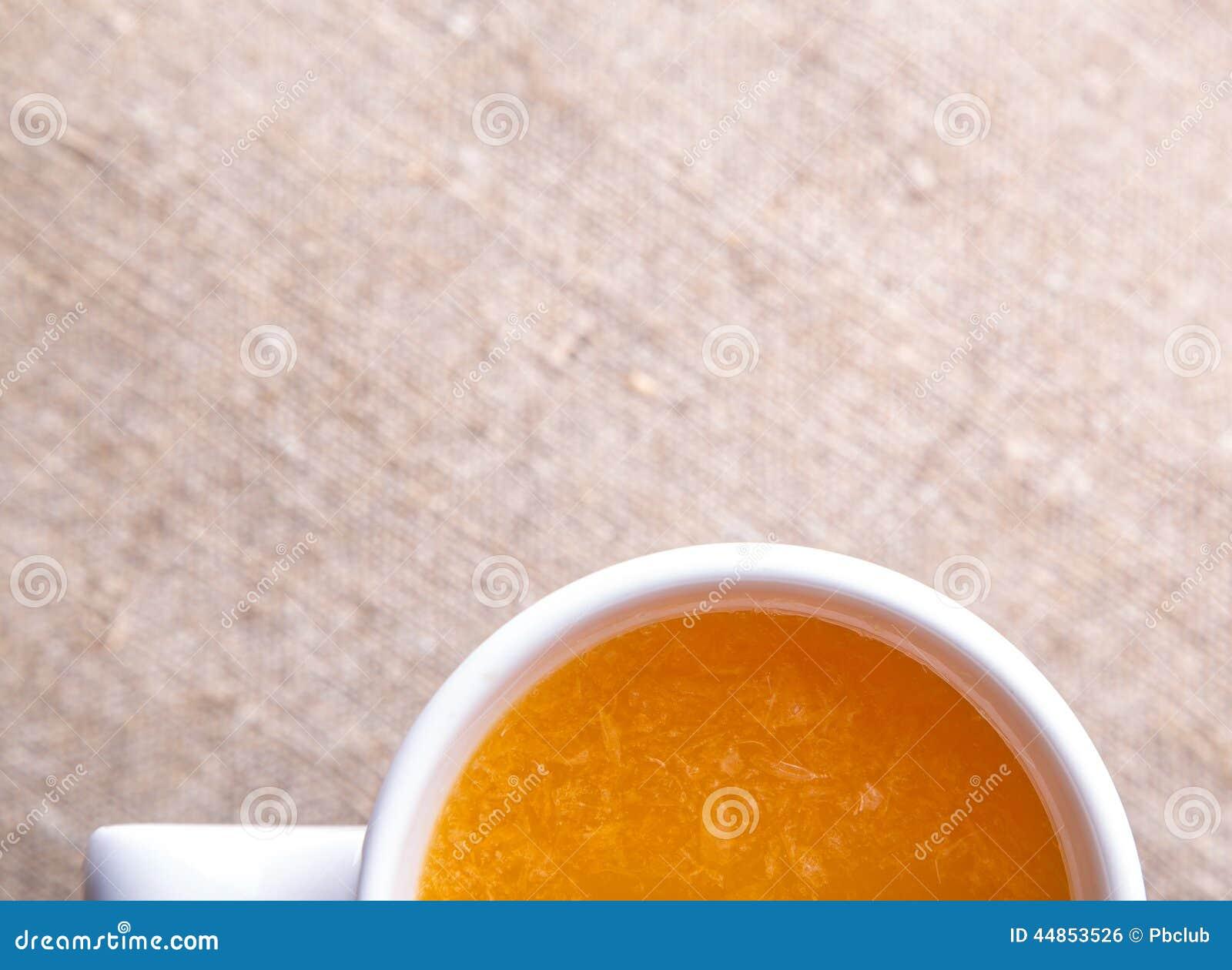 Taza de zumo de naranja fresco