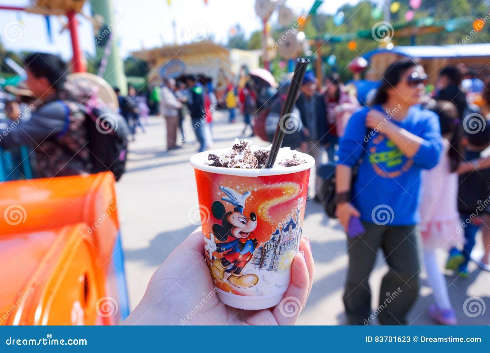 Taza del helado en Disneyland Hong Kong