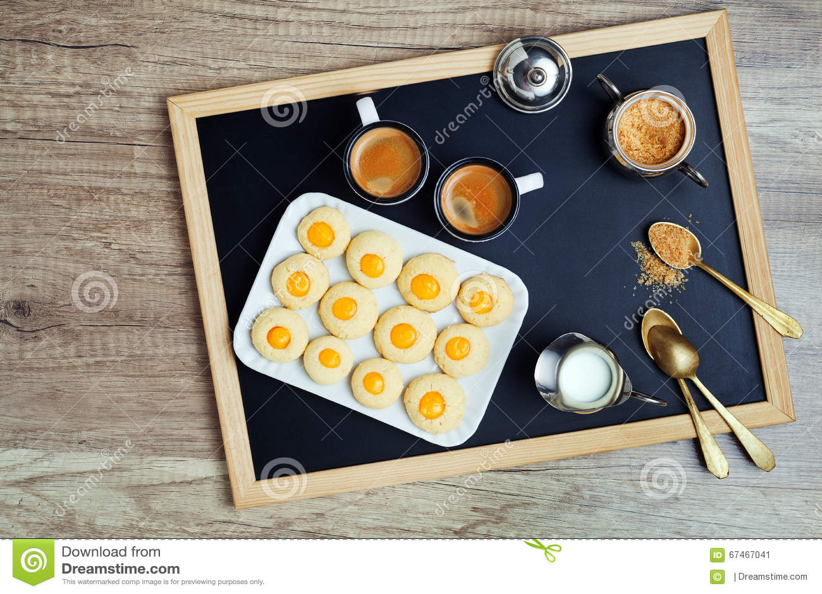 Taza y galletas de café Descanso para tomar café