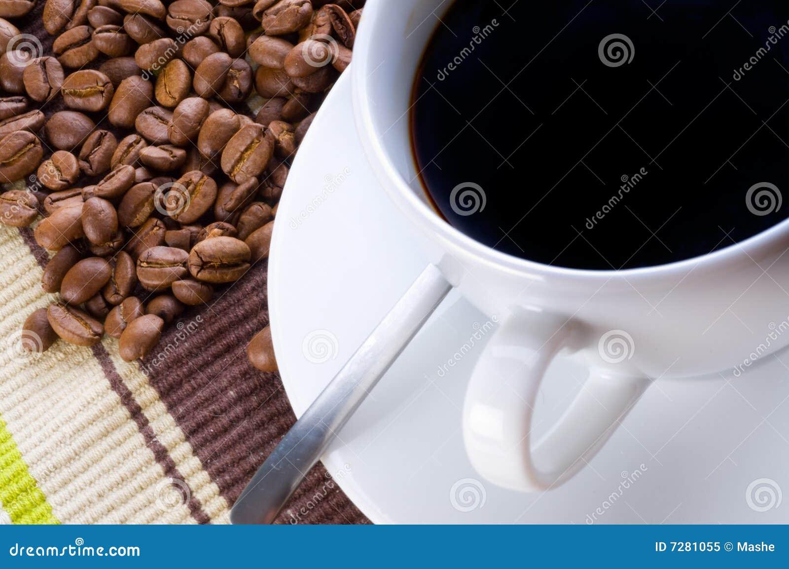 Taza y grano de café
