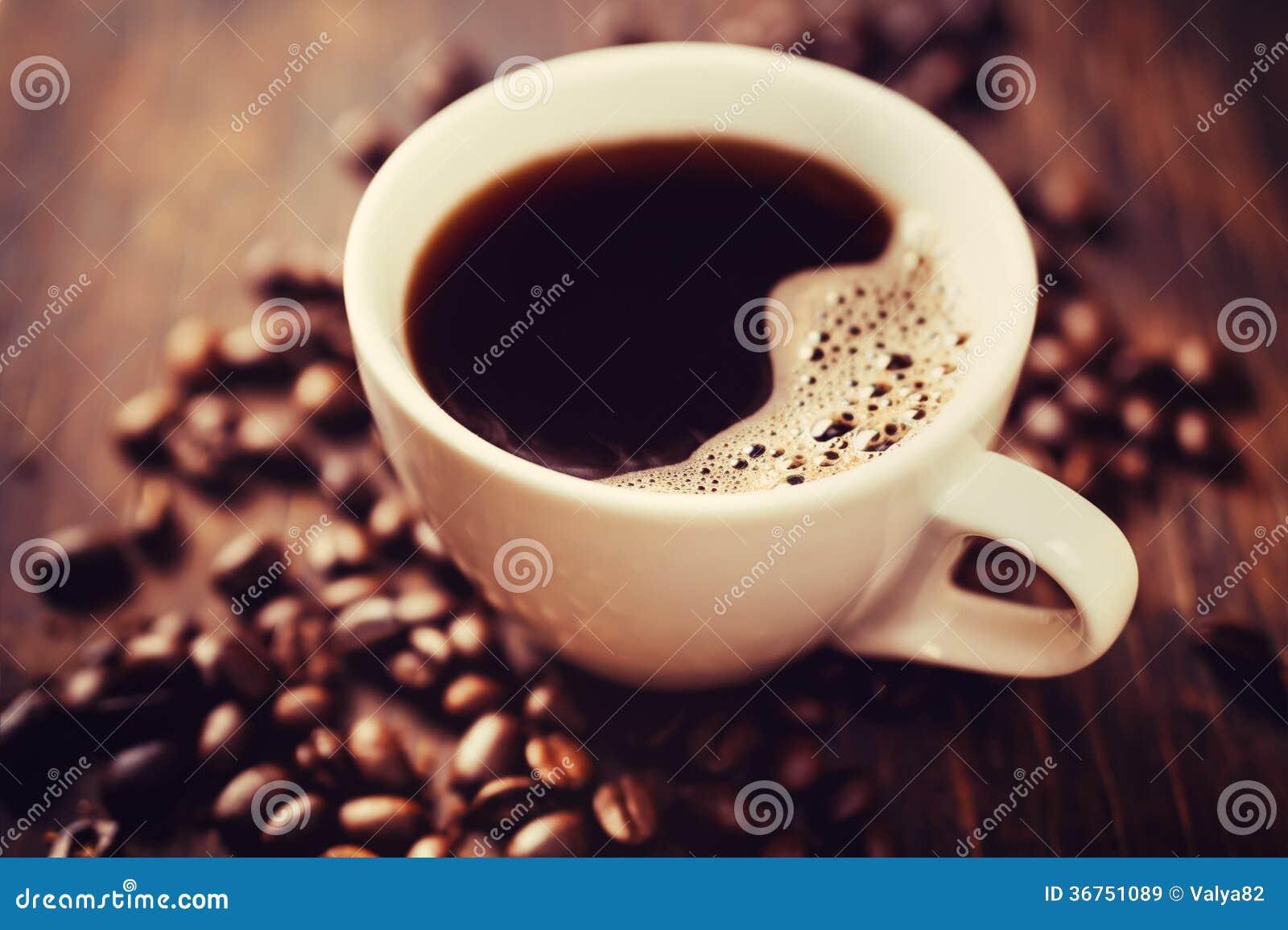 Taza y habas de café