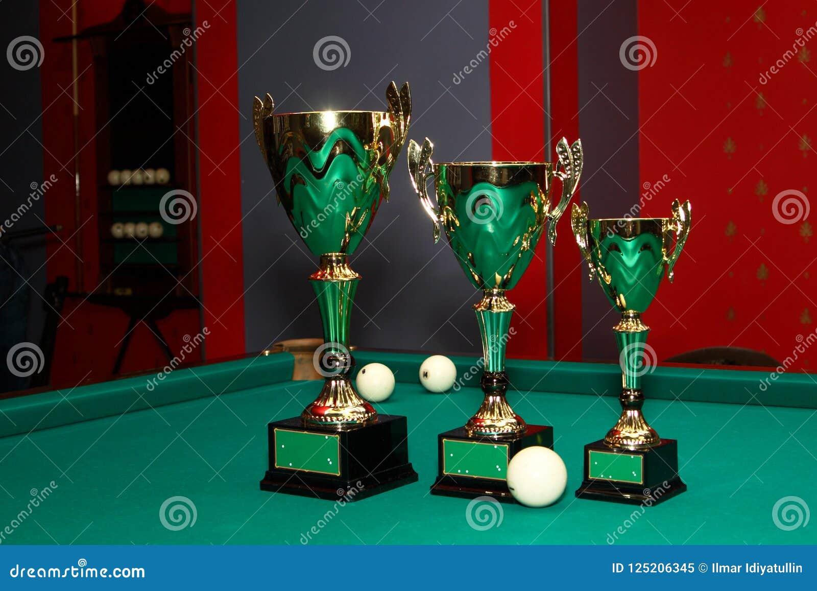 Tazas hermosas, ganadores del premio en billares