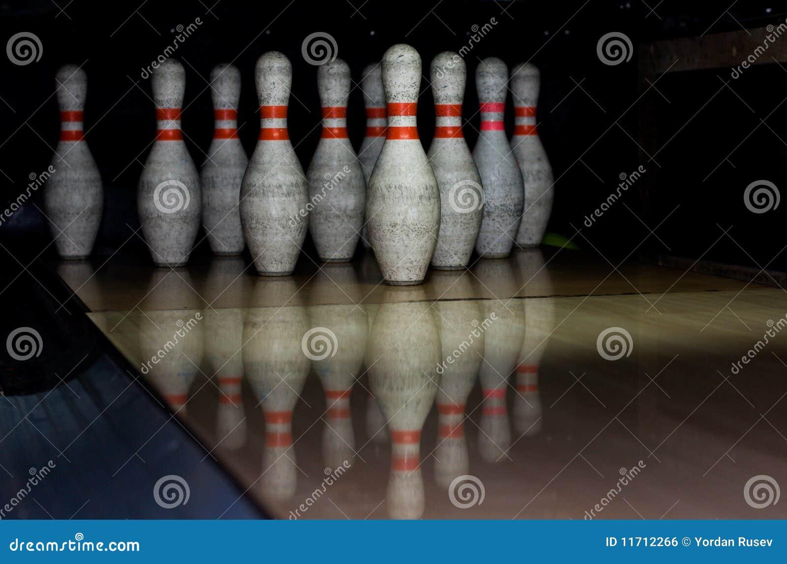 Tazones de fuente del bowling en fila