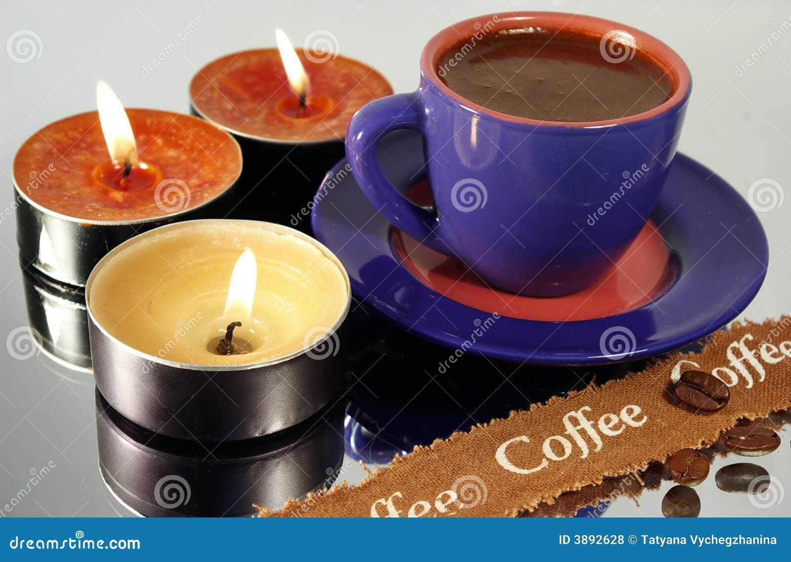 Tazza di caffè e candele