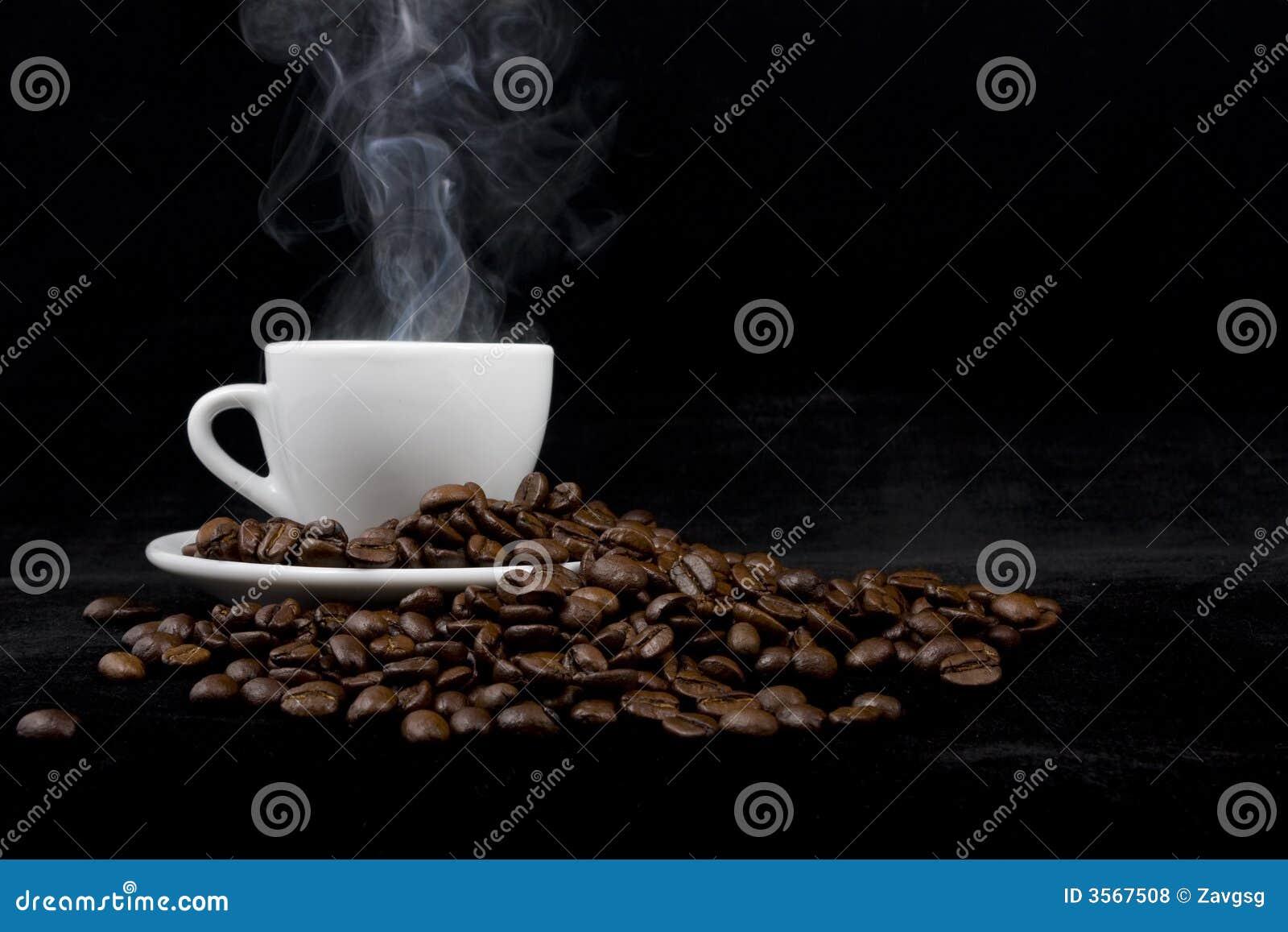 Tazza di caffè sul nero