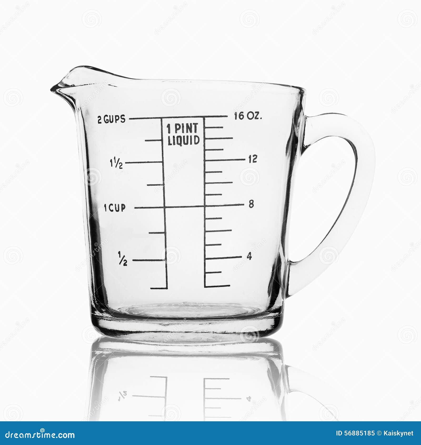 Tazza di misurazione isolata su fondo bianco