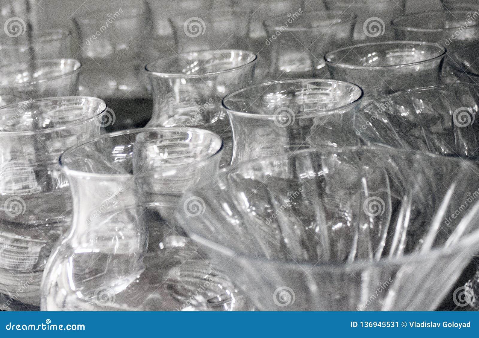 Tazze e vetri fatti di di cristallo