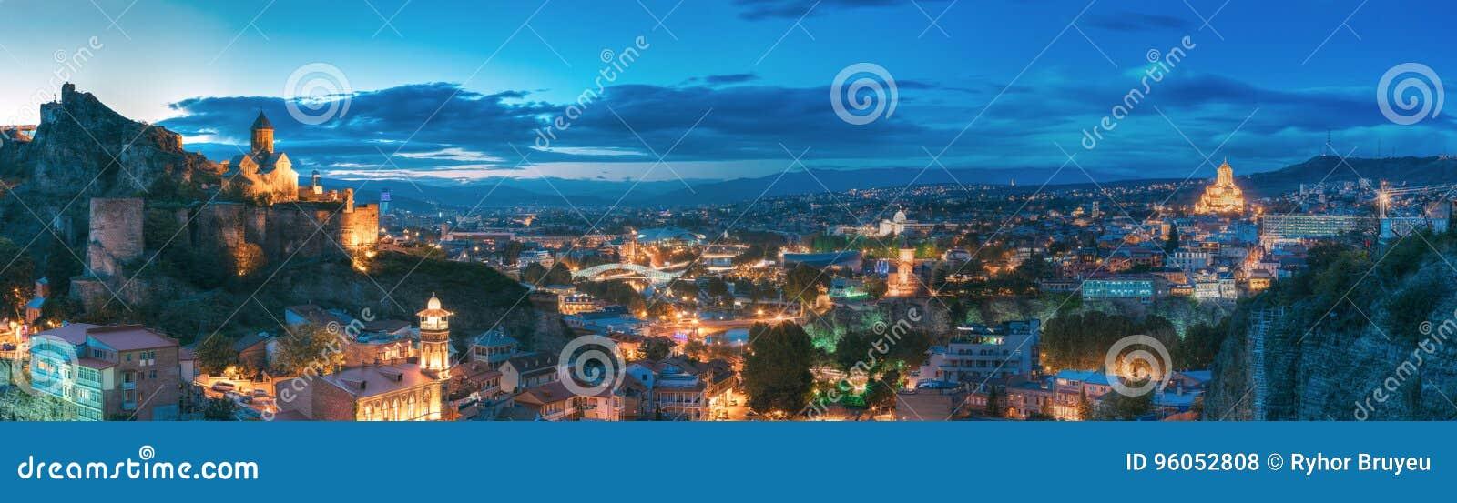 Tbilisi, la Géorgie Forteresse de Narikala, pont de paix, théâtre de variétés