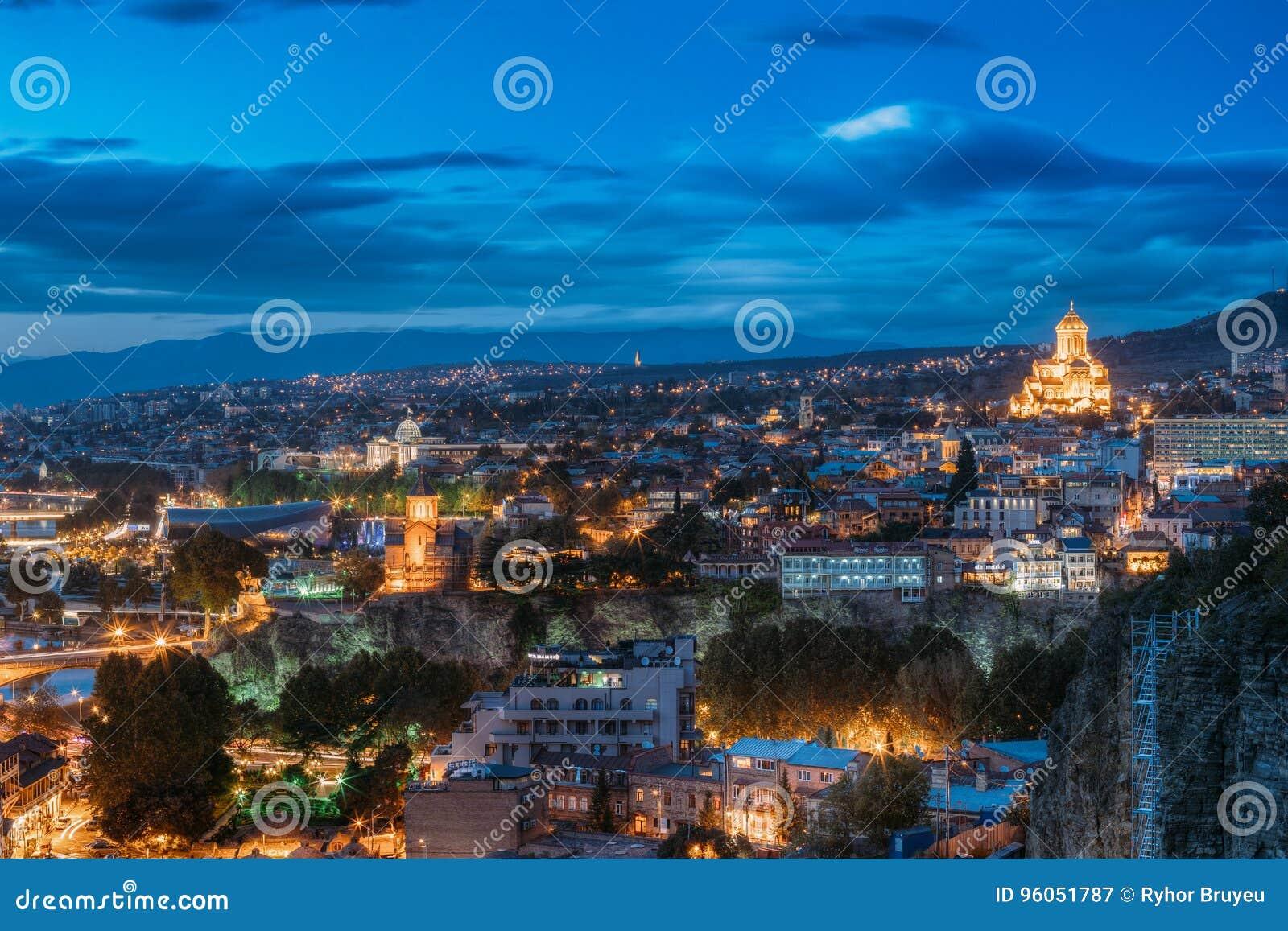 Tbilisi, la Géorgie Salle de concert, église de Metekhi, Adm présidentiel