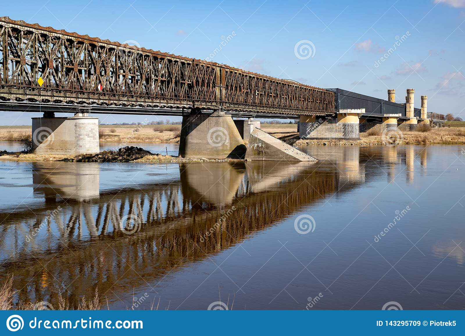 Tczew pomorskie, Polska, Marzec,/-, 28, 2019: Stary dziejowy Lisewski most Drogowy skrzyżowanie przez Vistula