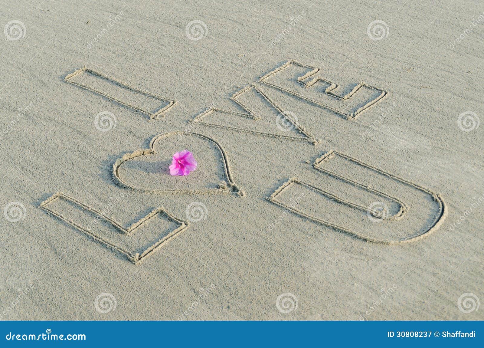 Te Amo En La Arena De La Playa: Te Amo En La Arena Fotografía De Archivo Libre De
