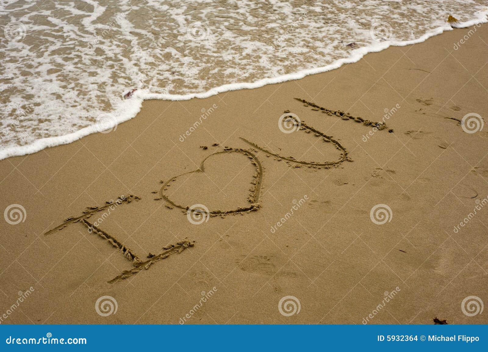 Te Amo En La Arena De La Playa: TE AMO En La Playa Foto De Archivo. Imagen De Cartas