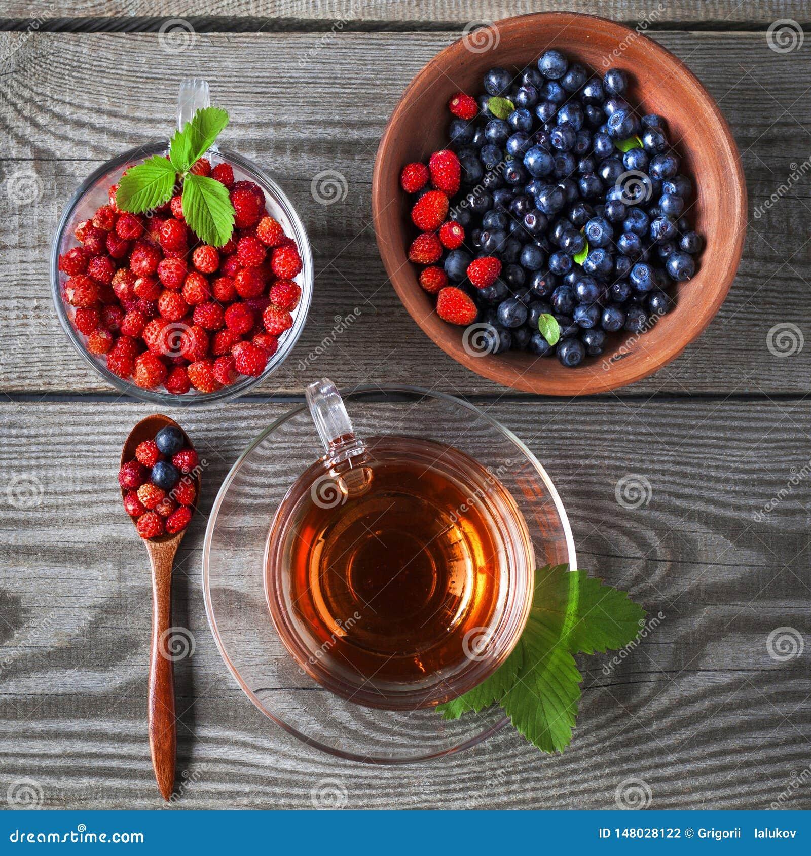 Te för blåbär och för lös jordgubbe och frukt