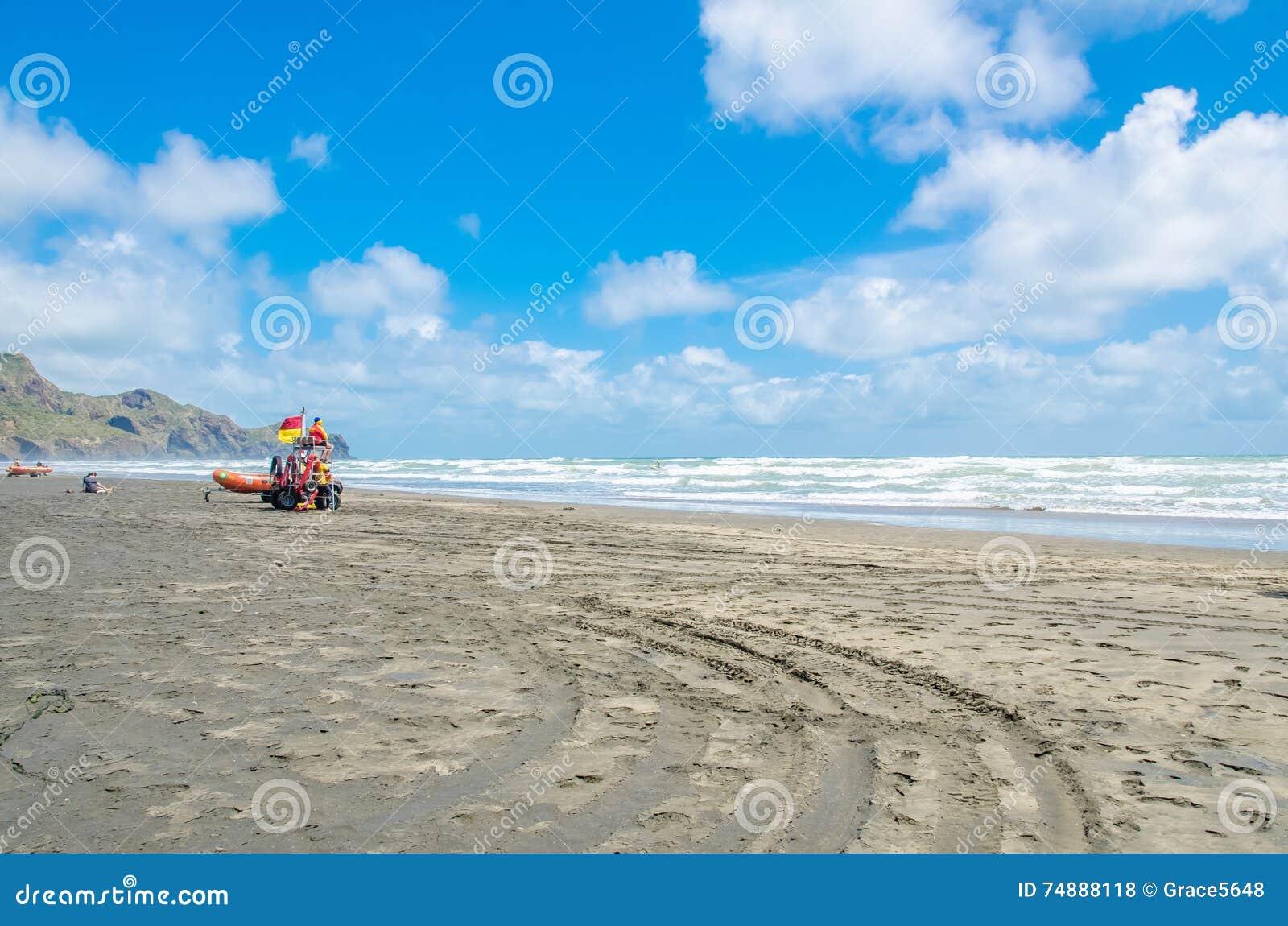 Te Henga (praia de Bethells) é uma comunidade litoral na região de Auckland no norte da ilha norte, Nova Zelândia