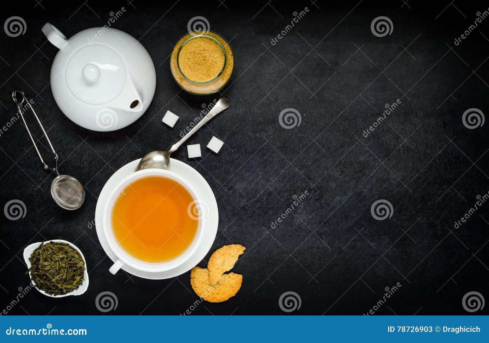 Te med tekannan och ingredienser