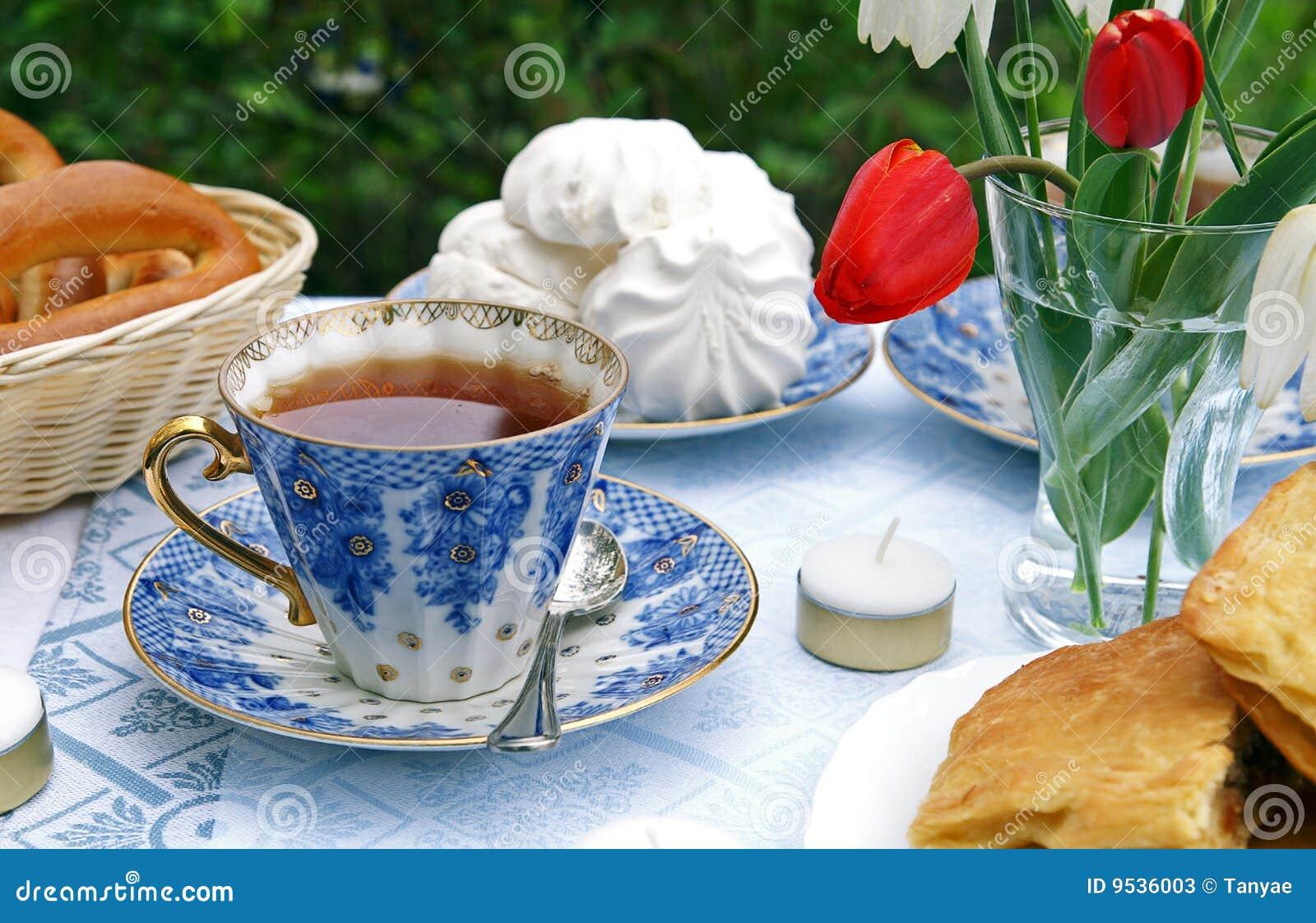 Tea för eftermiddagsommartabell