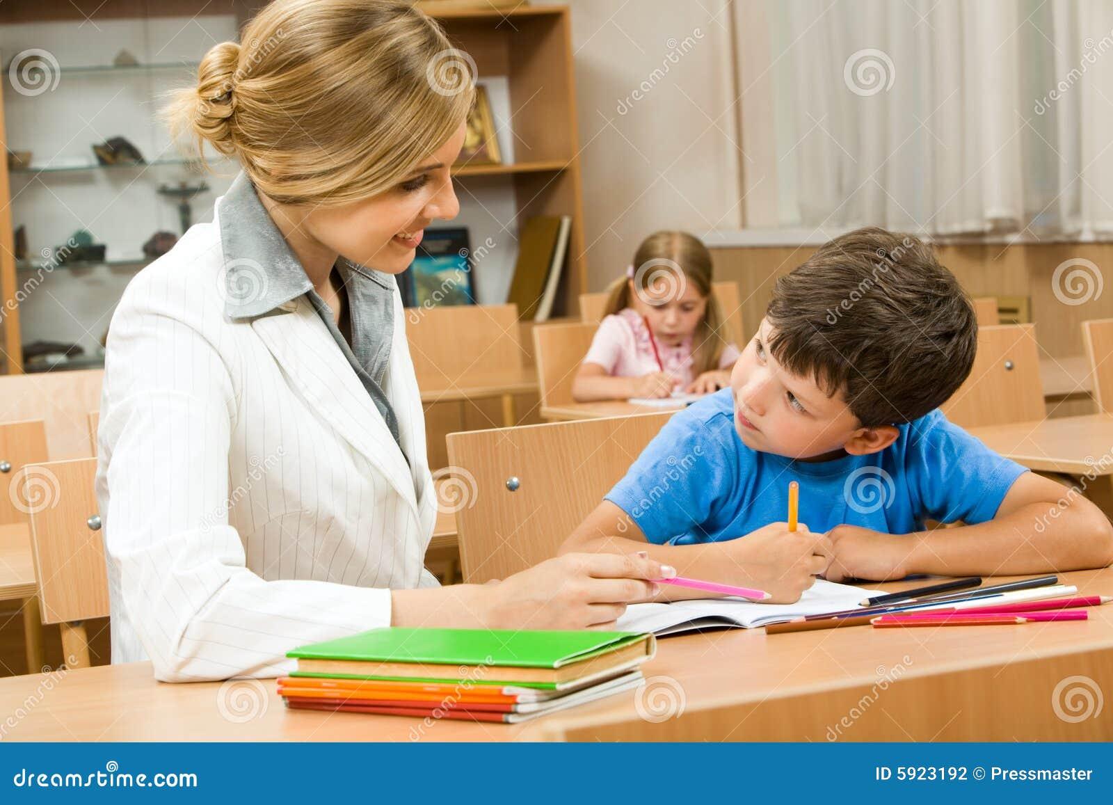 Старый хитрый учитель поимел студенточку ради оценки
