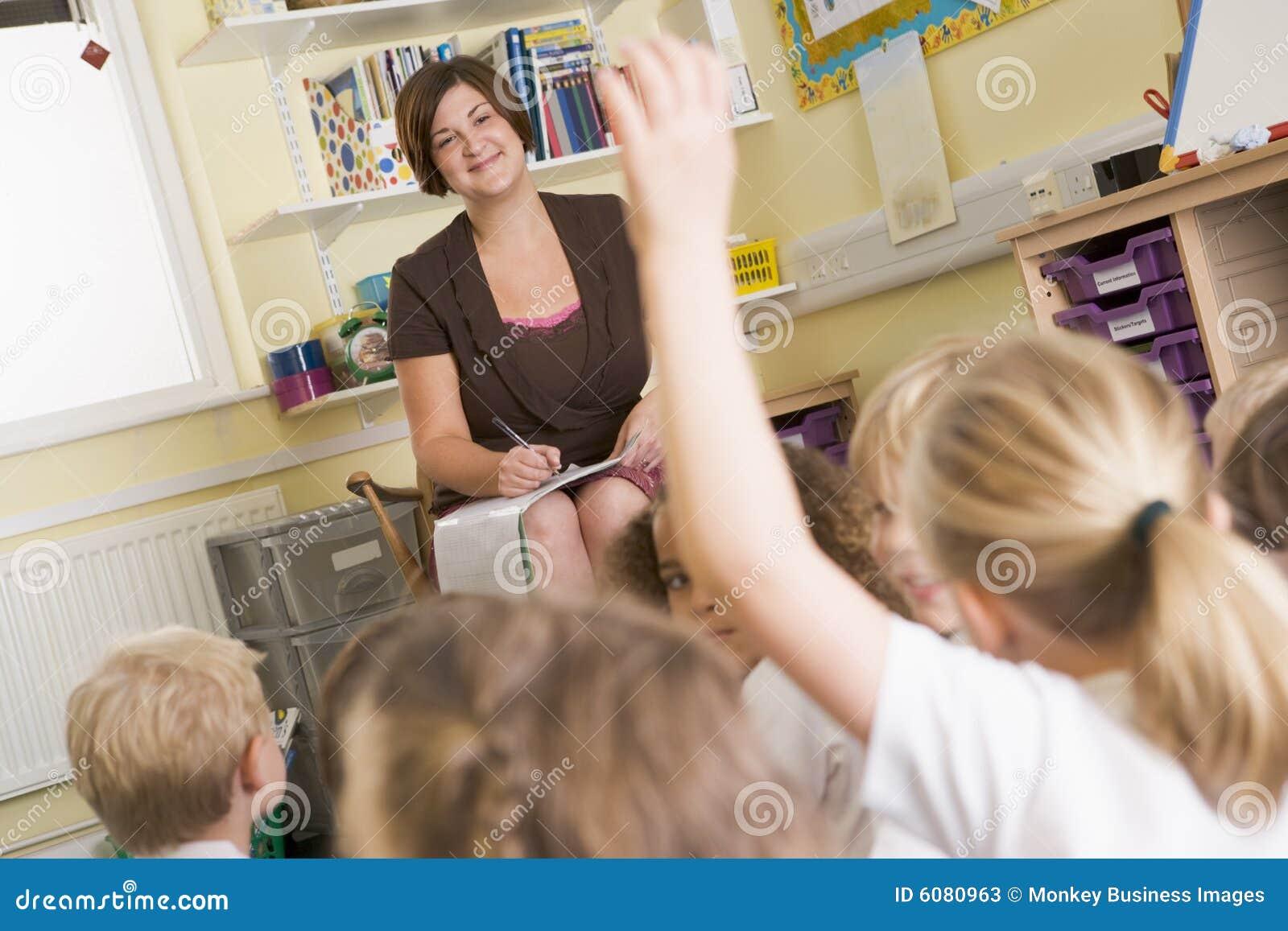 Учительница пришла лечить ученика 4 фотография