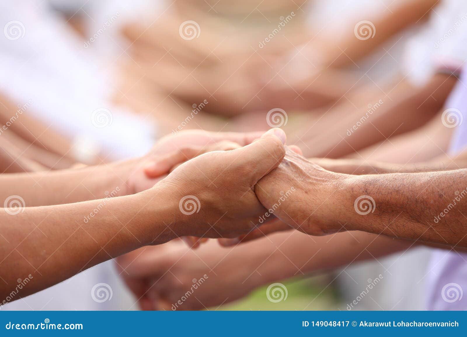 Team-building nell affare per unit? ed appoggio totale di cooperazione con diversit? del personale per la divisione del potere bu