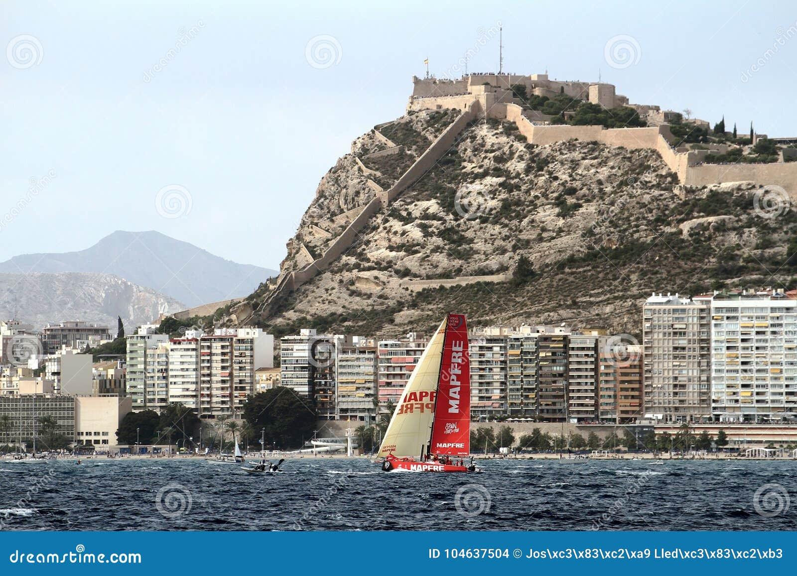 Download Team Mapfre Die Na Beginbeen 1 Alicante-Lissabon Varen Redactionele Stock Afbeelding - Afbeelding bestaande uit haven, privé: 104637504