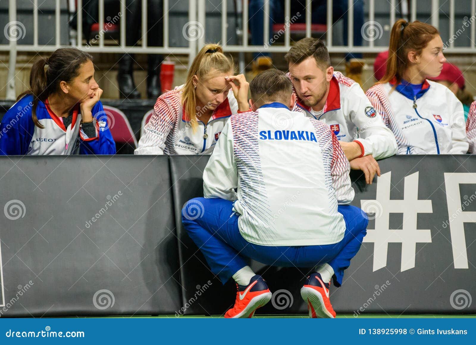 Team Slovakia, durante juego redondo del grupo II del mundo el primer entre el equipo Letonia y el equipo Eslovaquia