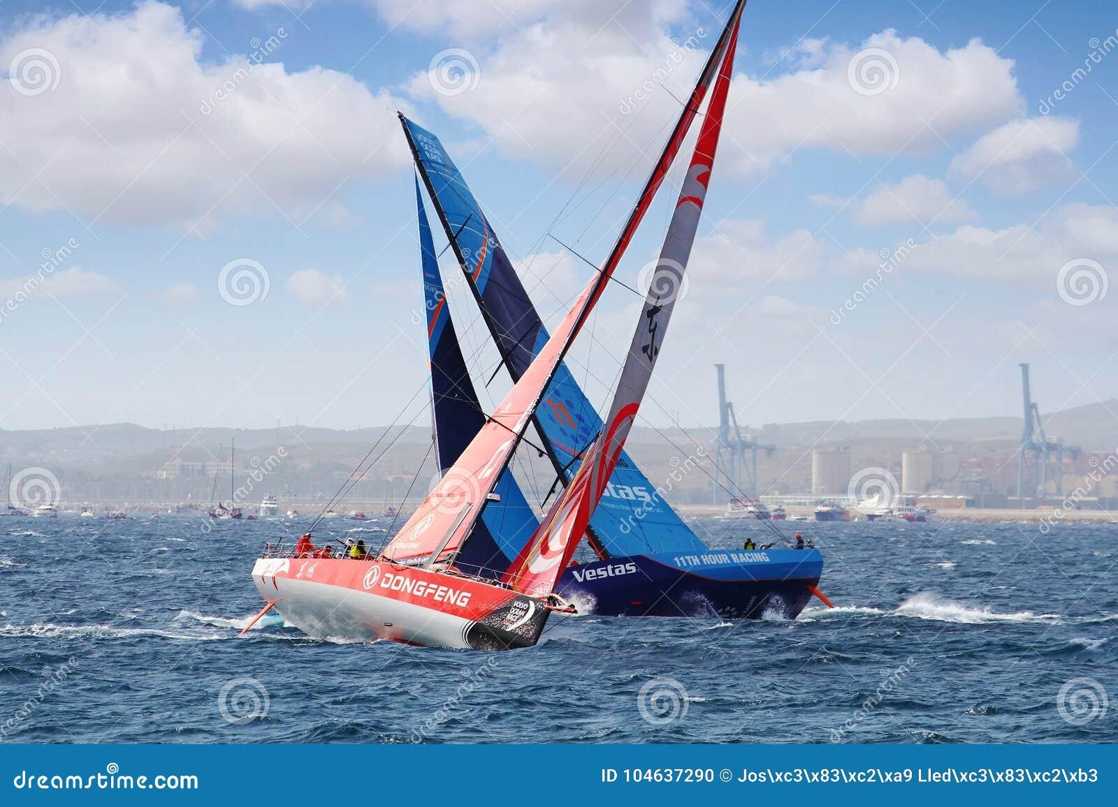 Download Team Vestas Die Tegen Team Dongfeng In Beginbeen 1 Vechten Alicante-Lissabon Redactionele Afbeelding - Afbeelding bestaande uit schip, vervoer: 104637290