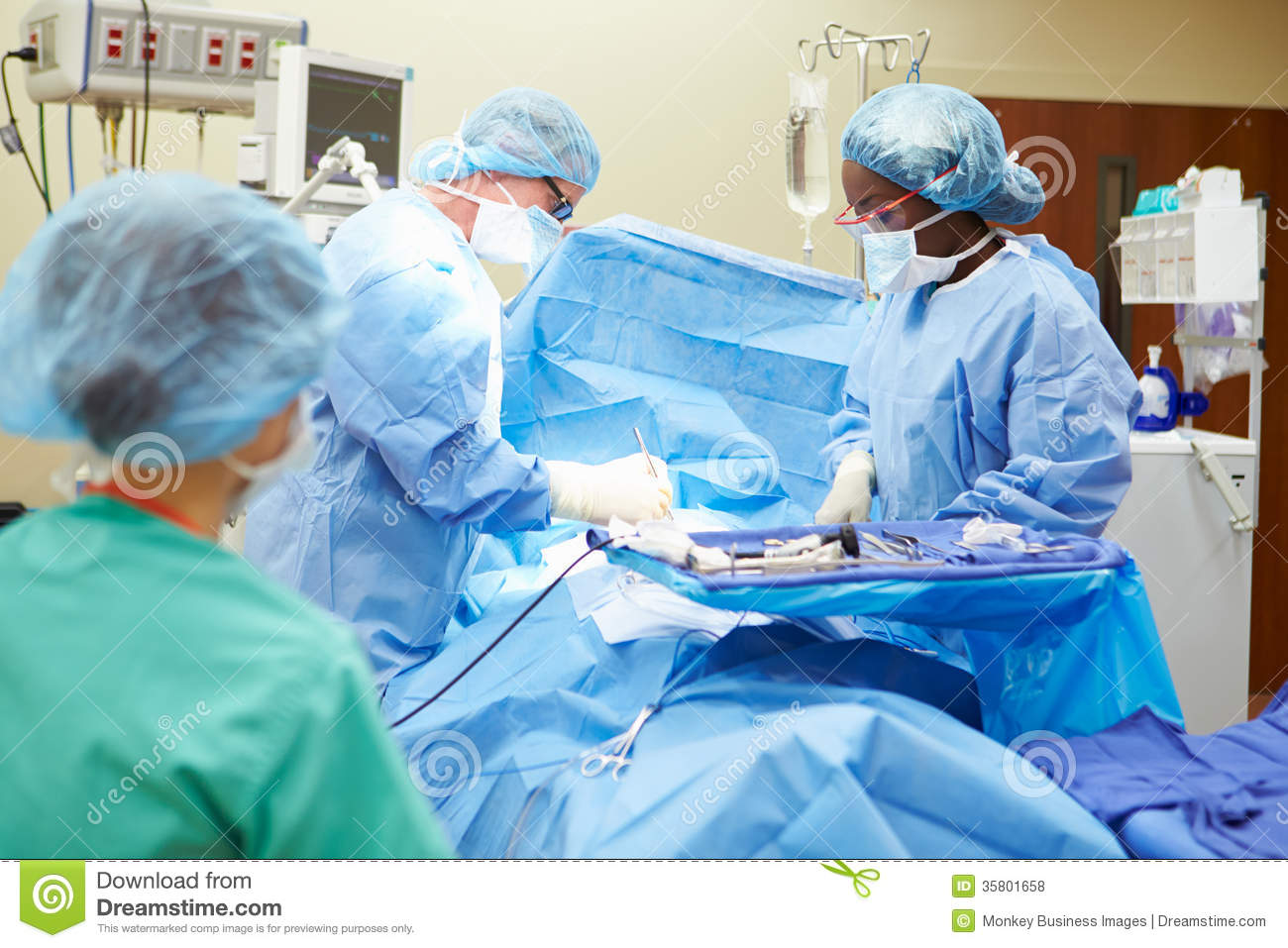 Team Working In Operating Theatre quirúrgico