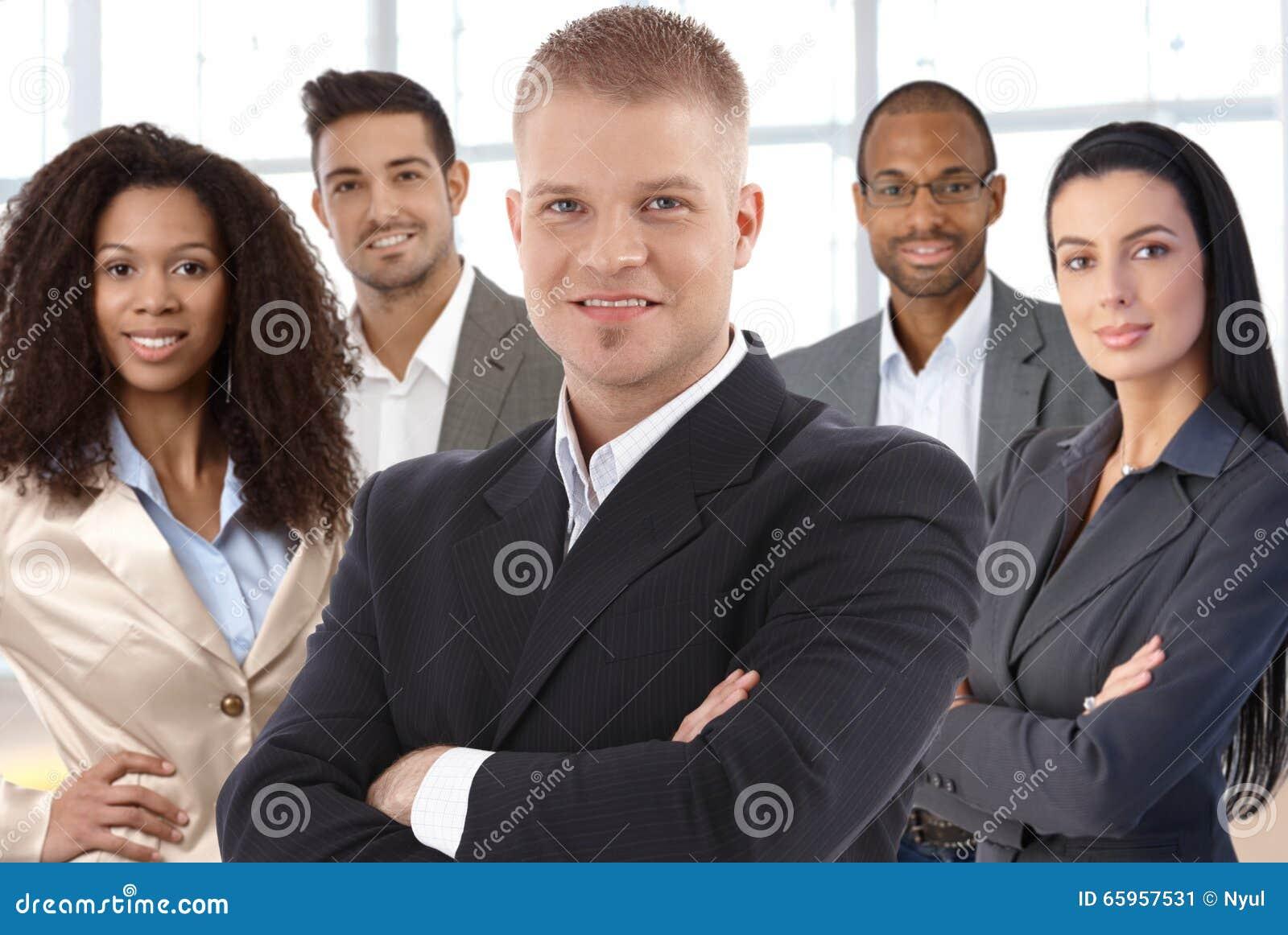 Teamfoto von erfolgreichen Wirtschaftlern