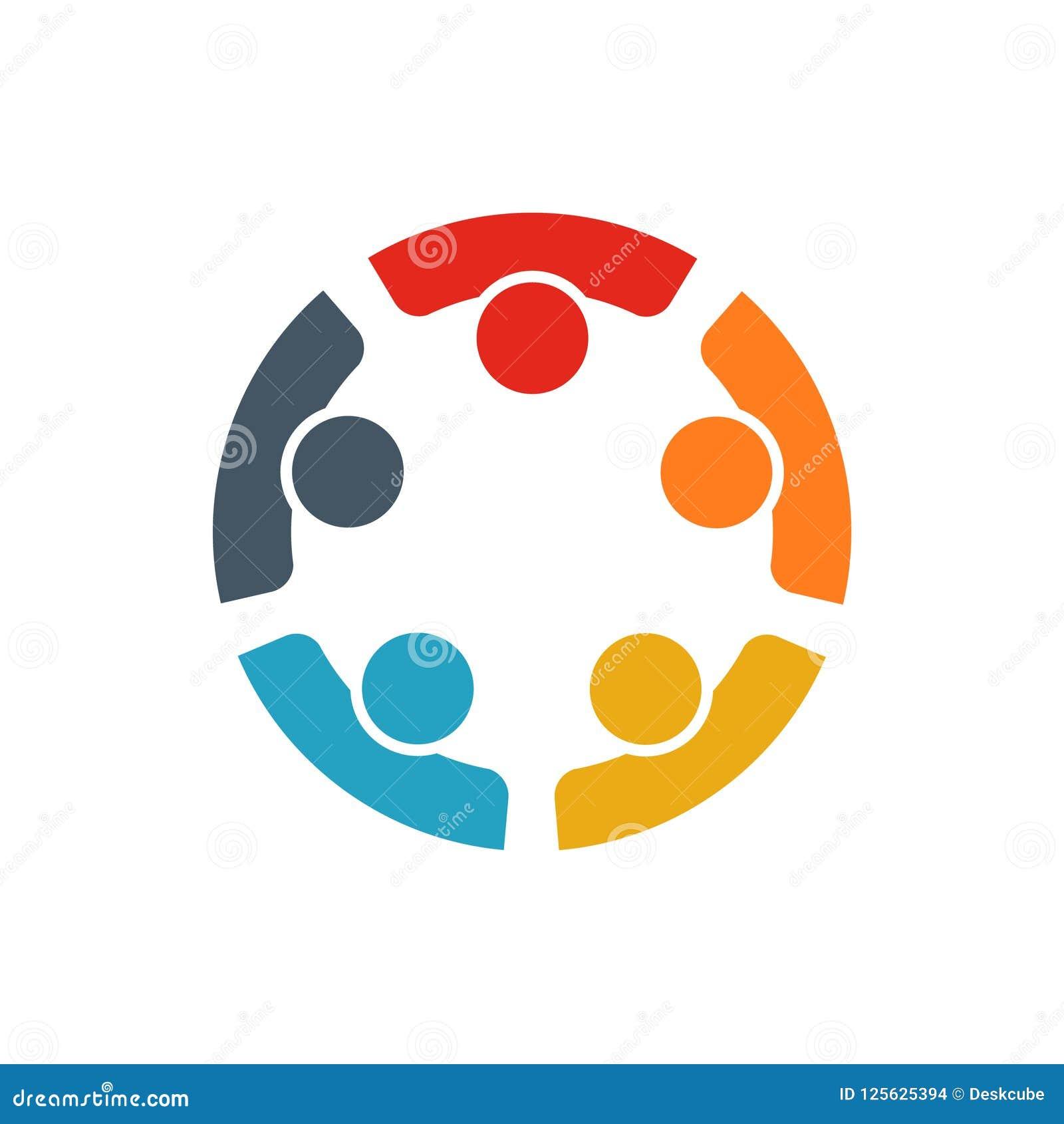 Teamwork av fem personer som tillsammans arbetar för att nå ett mål