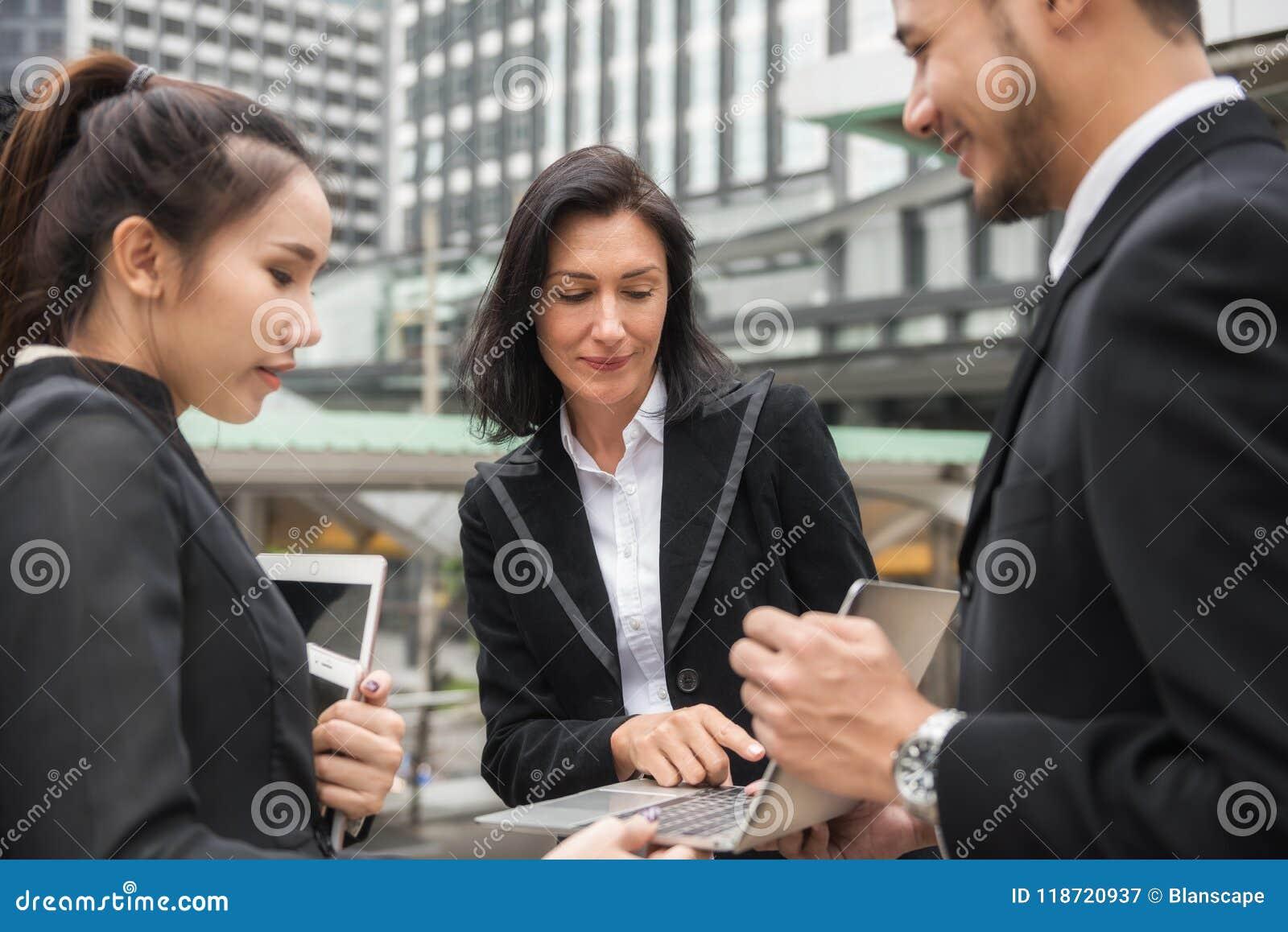 Teanwork brainstorm business idea in city